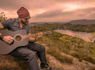 Acoustic-Guitar-Lessons-768x383